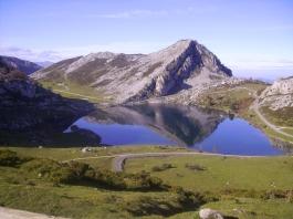 Lago Enol desde la Picota
